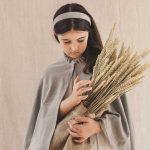 capa de ceremonia de niña de terciopelo gris como abrigo