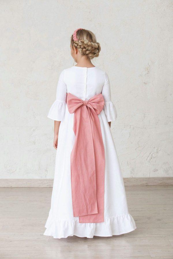 vestido de comunión blanco de niña con volantes en las mangas y el bajo de la falda