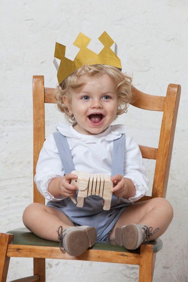 pantalón corto azul para bebés con tirantes de lino para ceremonia