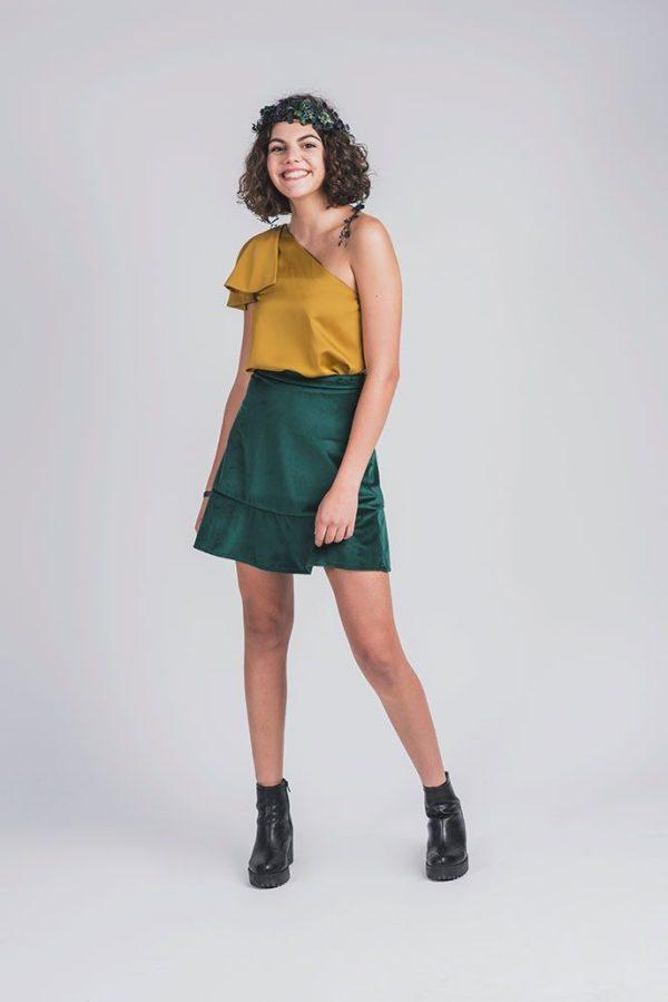 blusa para adolescentes con un hombro descubierto