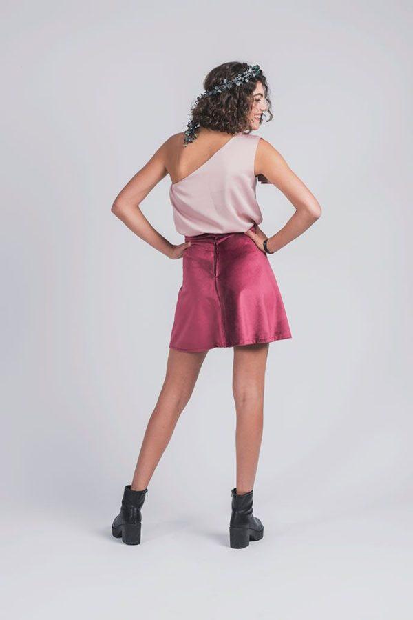 falda adolescente de terciopelo en burdeos