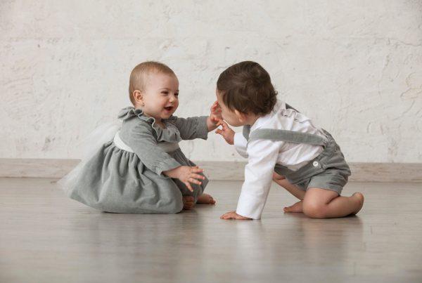 cómo vestir a bebés de ceremonias según su edad