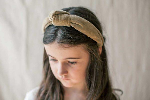 Complementos de terciopelo para el pelo para comuniones de otoño