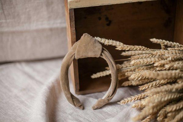 Diadema de nudo para comunión o ceremonia, de terciopelo de Quémono!