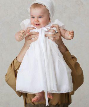 faldón de bautizo de tul plumeti para bebé