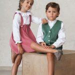 trajes de bodas de niños conjuntados para hermanos, en pana verde y rosa