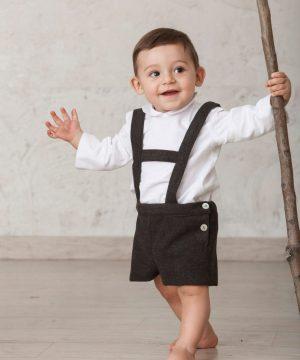 pantalón corto gris oscuro tipo tirolés para bebé