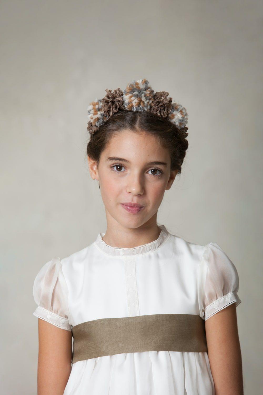 tocado marrón de pelo de niña para ceremonia