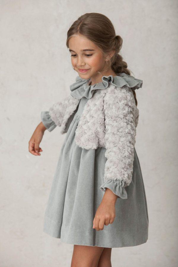 vestido de arras de invierno con bolero de pelo gris a juego