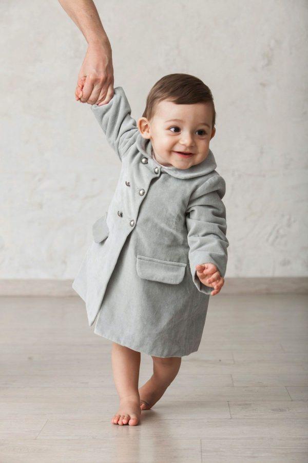 abrigo largo de terciopelo gris para niño bebé