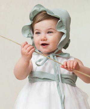 capota de ceremonia de bebé hecha a mano