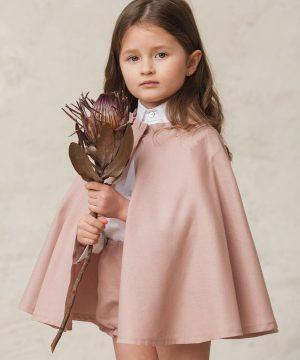 capa rosa de niña para ceremonia